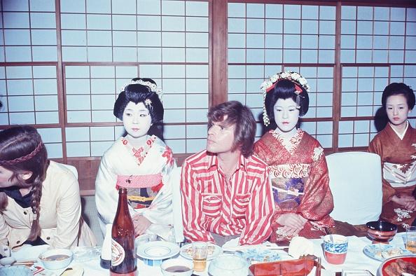 芸者「John Fogerty Creedence Clearwater Revival Entertained By Geisha」:写真・画像(18)[壁紙.com]