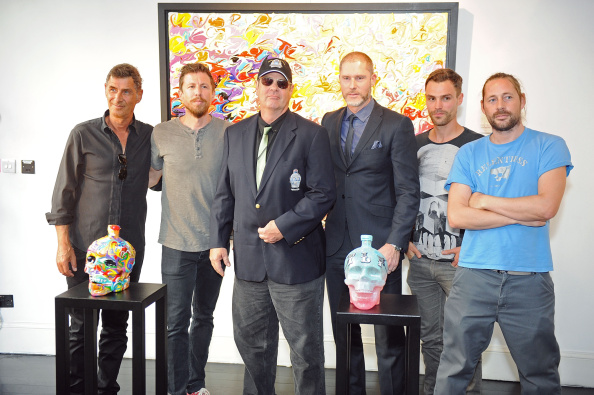 ボブ ギブソン「Dan Aykroyd Launches Crystal Head Vodka 3L Jeroboam」:写真・画像(8)[壁紙.com]