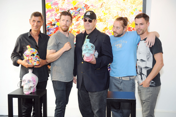 ボブ ギブソン「Dan Aykroyd Launches Crystal Head Vodka 3L Jeroboam」:写真・画像(9)[壁紙.com]