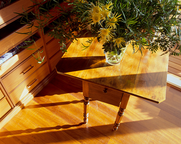 Hardwood Floor「View of a beautiful flower vase on a wooden table」:写真・画像(18)[壁紙.com]