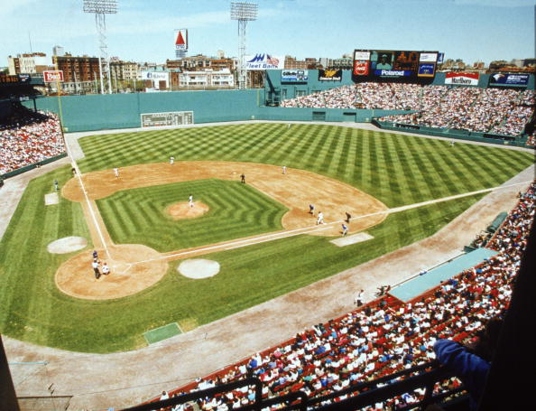 Baseball Diamond「Red Sox V. Blue Jays At Fenway Park」:写真・画像(5)[壁紙.com]