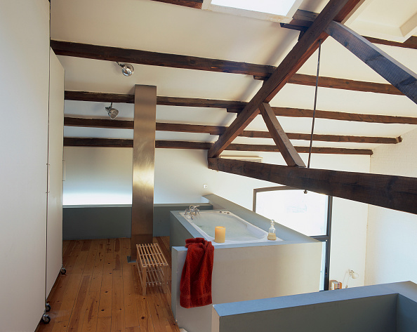 Bathroom「View of a bathtub in the corner」:写真・画像(13)[壁紙.com]