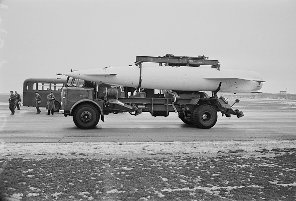 Victor Blackman「Blue Steel Missile」:写真・画像(13)[壁紙.com]