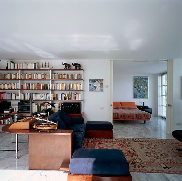 Rug「View of a bedroom adjoining a home office」:写真・画像(1)[壁紙.com]