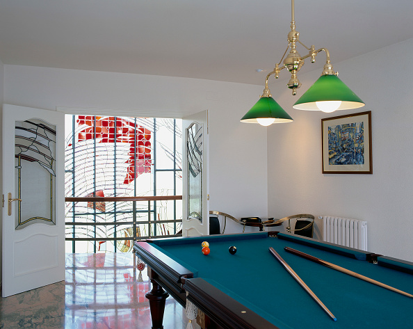 Rectangle「View of a billiards table in a game room」:写真・画像(15)[壁紙.com]