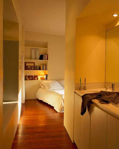 Hardwood Floor「View of a bedroom from a passageway」:写真・画像(17)[壁紙.com]