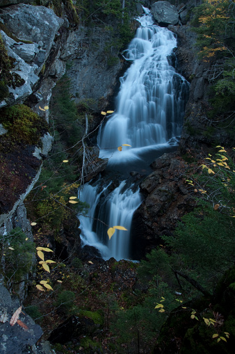 縦位置「Crystal Cascade, White Mountains」:スマホ壁紙(19)