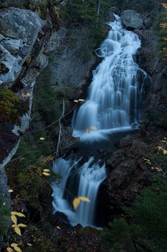 縦位置「Crystal Cascade, White Mountains」:スマホ壁紙(18)