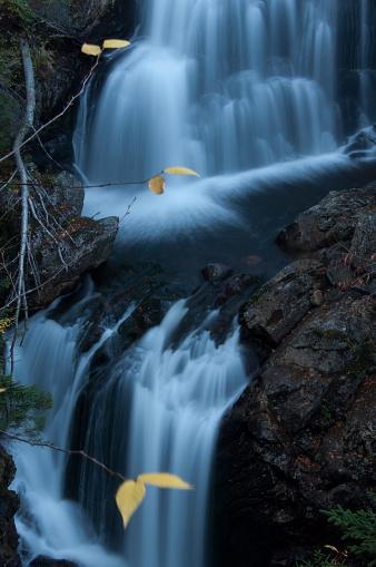 縦位置「Crystal Cascade, White Mountains」:スマホ壁紙(17)