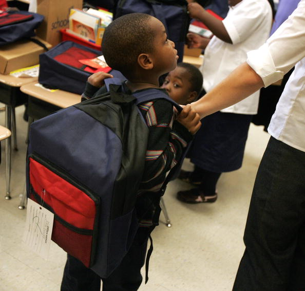 Backpack「School Supplies Distributed To Children At Cabrini Green Housing Project」:写真・画像(3)[壁紙.com]