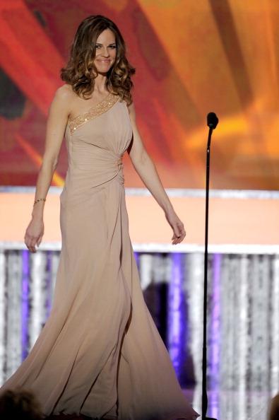 アシメトリードレス「17th Annual Screen Actors Guild Awards - Show」:写真・画像(18)[壁紙.com]