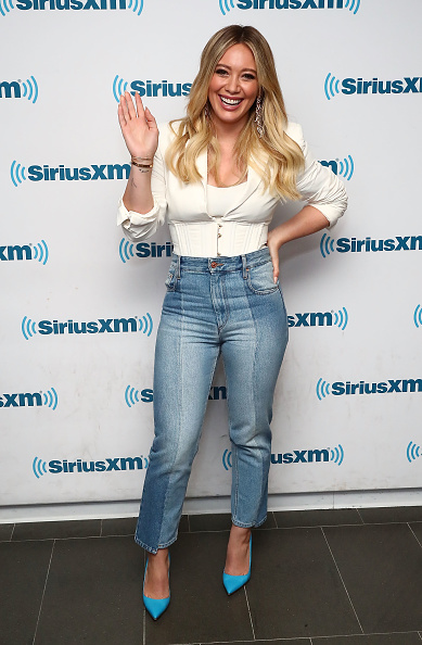 Hilary Duff「The Cast of YOUNGER Visits the SiriusXM Studios for SiriusXM's Town Hall Featuring Hilary Duff, Sutton Foster, Miriam Shor, Molly Bernard, Debi Mazar, Peter Hermann, Nico Tortorella and Darren Star」:写真・画像(6)[壁紙.com]