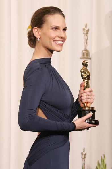 Hilary Swank「The 77th Annual Academy Awards - Photo Room」:写真・画像(5)[壁紙.com]
