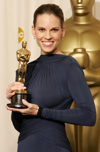Hilary Swank「The 77th Annual Academy Awards - Deadline Photo Room」:写真・画像(12)[壁紙.com]