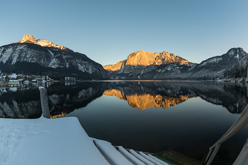 Austria「Stairway into Lake Altaussee in winter, Austria」:スマホ壁紙(14)