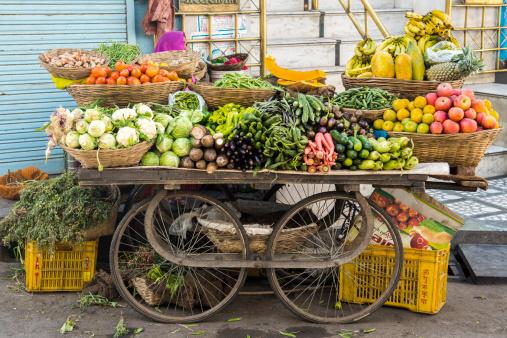 Udaipur「Vegetable trolley, Udaipur, Rajasthan, India」:スマホ壁紙(6)
