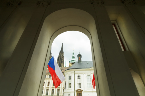 St Vitus's Cathedral「Prague flag and architecture of the cathedral」:スマホ壁紙(1)
