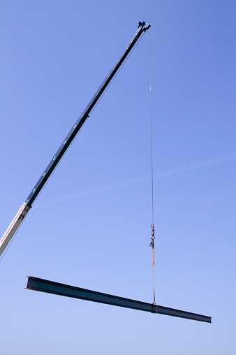 Picking Up「Crane holding steel beam」:スマホ壁紙(13)