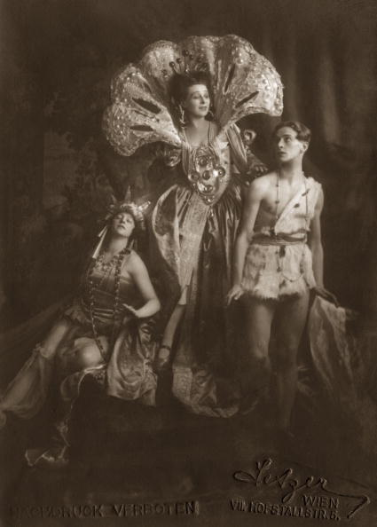 "Opera Singer「Buchinger, Marie Gutheil Schoder and Toni Birkmeyer in ""Josephs Legende"" by Richard Strauss. Vienna. Photograph. 1922」:写真・画像(8)[壁紙.com]"