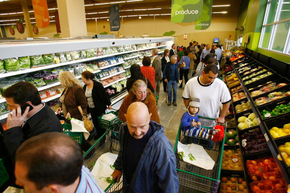 """Crowd「Tesco Opens First Of Its """"Fresh And Easy"""" Stores In L.A」:写真・画像(3)[壁紙.com]"""