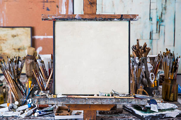 Blank art canvas in mess artist's studio:スマホ壁紙(壁紙.com)
