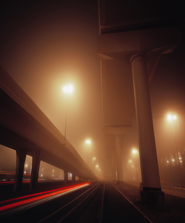 Elevated Road「Highway exit shrouded in mist in Dubai at dawn」:スマホ壁紙(6)