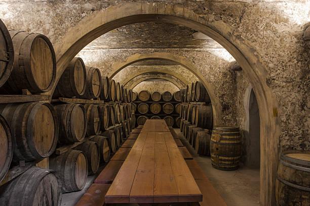 Wine barrels in wine cellar:スマホ壁紙(壁紙.com)