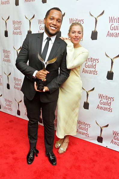 Sienna Miller「72nd Writers Guild Awards - New York Ceremony - Inside」:写真・画像(1)[壁紙.com]