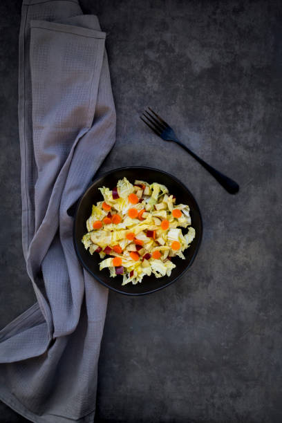 Winter salad with chinese cabbage, apple and carrot:スマホ壁紙(壁紙.com)