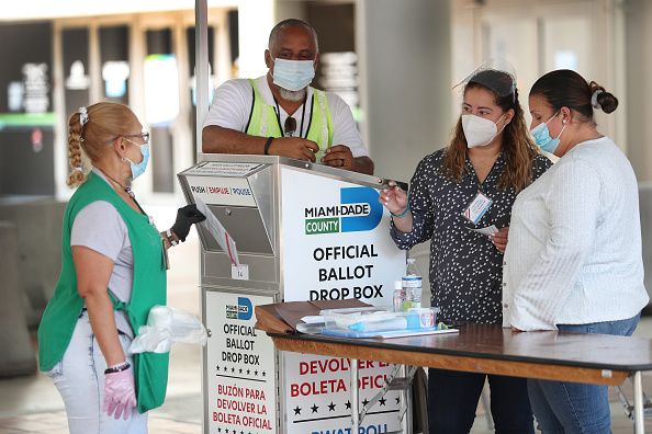 Occupation「Florida Voters Use Designated Drop Boxes To Submit Ballots」:写真・画像(16)[壁紙.com]