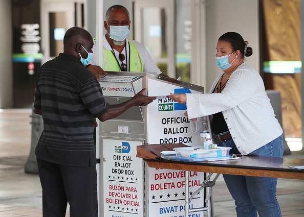 Florida - US State「Florida Voters Use Designated Drop Boxes To Submit Ballots」:写真・画像(6)[壁紙.com]