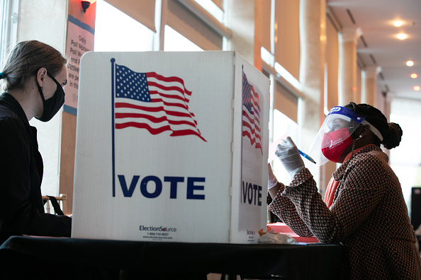 Voting「Across The U.S. Voters Flock To The Polls On Election Day」:写真・画像(19)[壁紙.com]