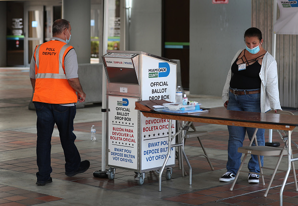 Florida - US State「Florida Voters Use Designated Drop Boxes To Submit Ballots」:写真・画像(7)[壁紙.com]
