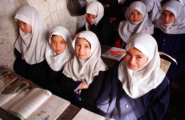 10-11 Years「Refugee Schoolgirls」:写真・画像(1)[壁紙.com]