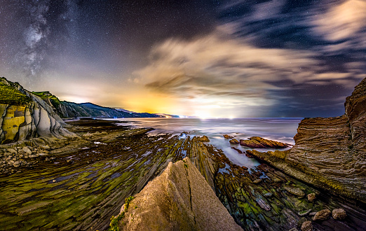 Water's Edge「Zumaia flysch coast at night with milky way. Basque Country」:スマホ壁紙(10)