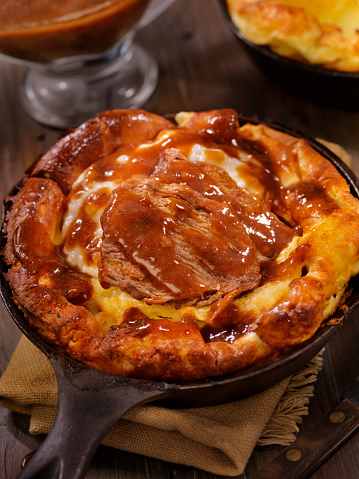 Skillet - Cooking Pan「Skillet Yorkshire Pudding with Pot Roast and Mashed Potatoes」:スマホ壁紙(3)
