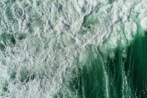Drone Point of View「Sea waves nature power.」:スマホ壁紙(12)