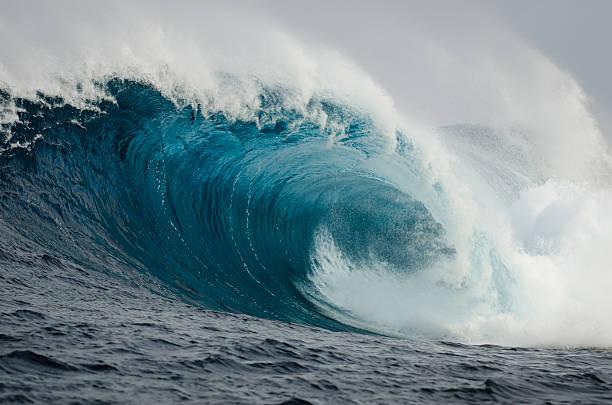 Barrelling Wave:スマホ壁紙(壁紙.com)