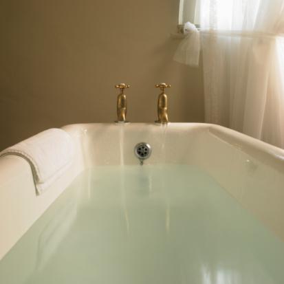 Indulgence「Free standing bath with taps running」:スマホ壁紙(9)