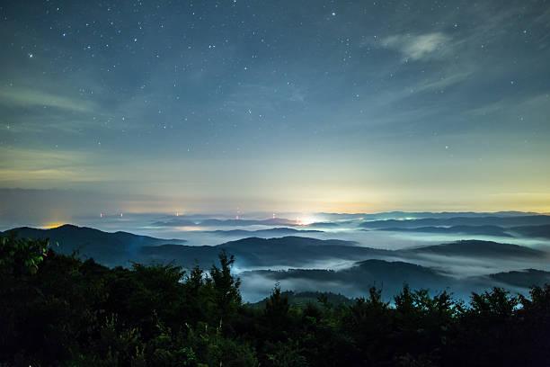 Sea of clouds under the stars:スマホ壁紙(壁紙.com)