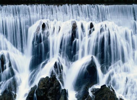 黒「Detail of a Waterfall」:スマホ壁紙(4)
