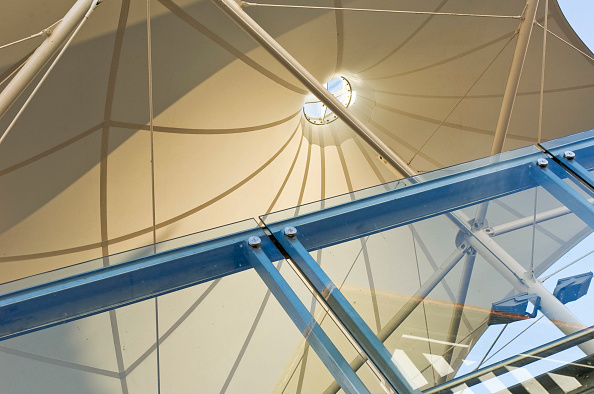 Architecture「Detail of awning and glass barrier hospitality area Chester Race Course, UK」:写真・画像(1)[壁紙.com]