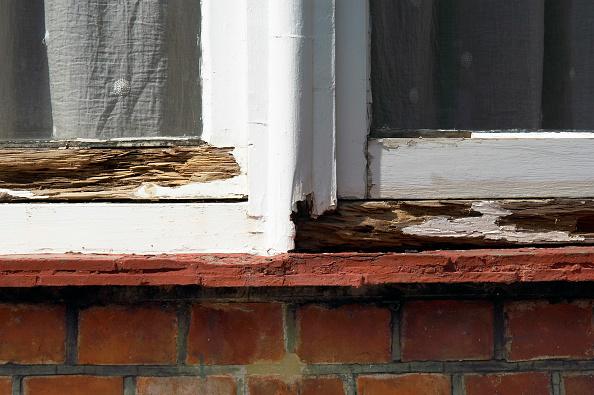 Deterioration「Detail of a damaged sash window.」:写真・画像(15)[壁紙.com]