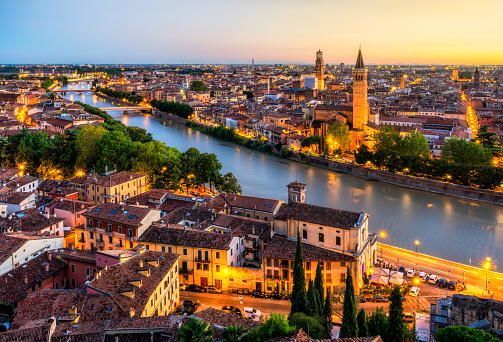 Cathedral「Sunset aerial view of Verona. Italy」:スマホ壁紙(19)