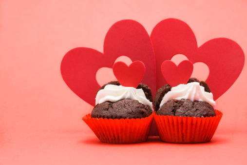 Valentine's Day「Two valentines cupcakes with four heart decorations」:スマホ壁紙(16)