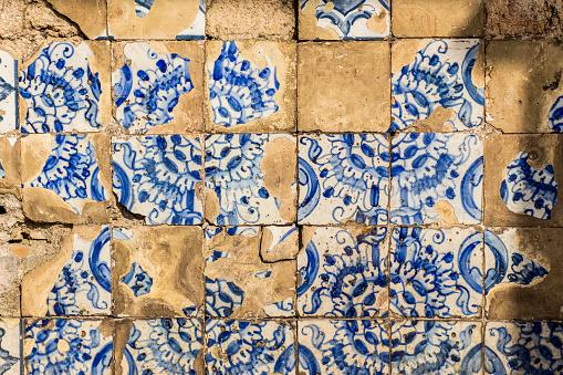 Durability「Old ceramic blue and white tiles」:スマホ壁紙(5)