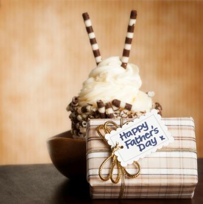 父の日「グルメなカップケーキ、ギフト、父親」:スマホ壁紙(15)