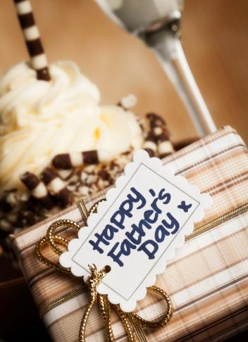 父の日「グルメなカップケーキ、ギフト、父親」:スマホ壁紙(11)