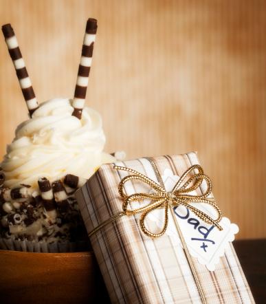 父の日「グルメなカップケーキ、ギフト、父親」:スマホ壁紙(14)