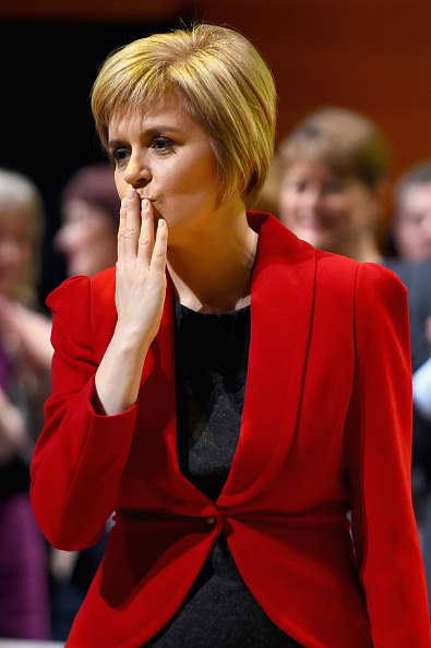 上半身「Keynote Speech By New Leader Of The SNP Nicola Sturgeon」:写真・画像(1)[壁紙.com]